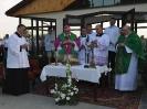 J.E. ks. bp. Antoni Dydycz odmawia modlitwę przed poświęceniem kaplicy